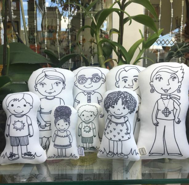 Bonecos-família e figuras humanas