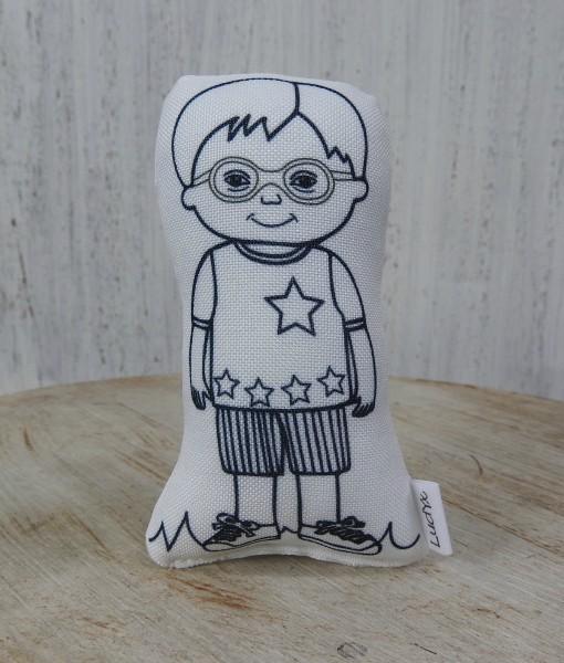 menino Axel de óculos