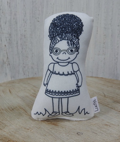 menina Lully de óculos