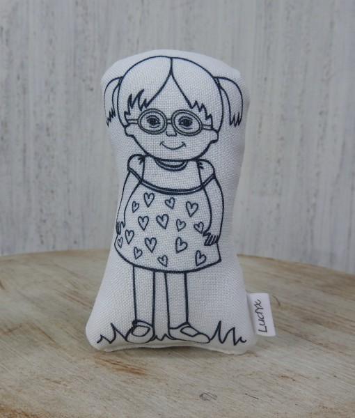 menina Molly de óculos