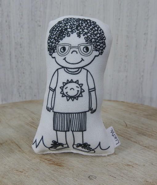 menino Nixy de óculos