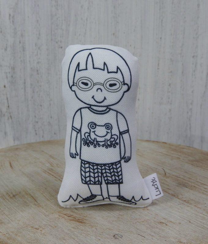 menino Yuri de óculos
